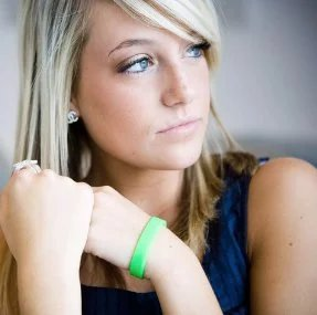 girl-with-custom-rubber-bracelet.jpg